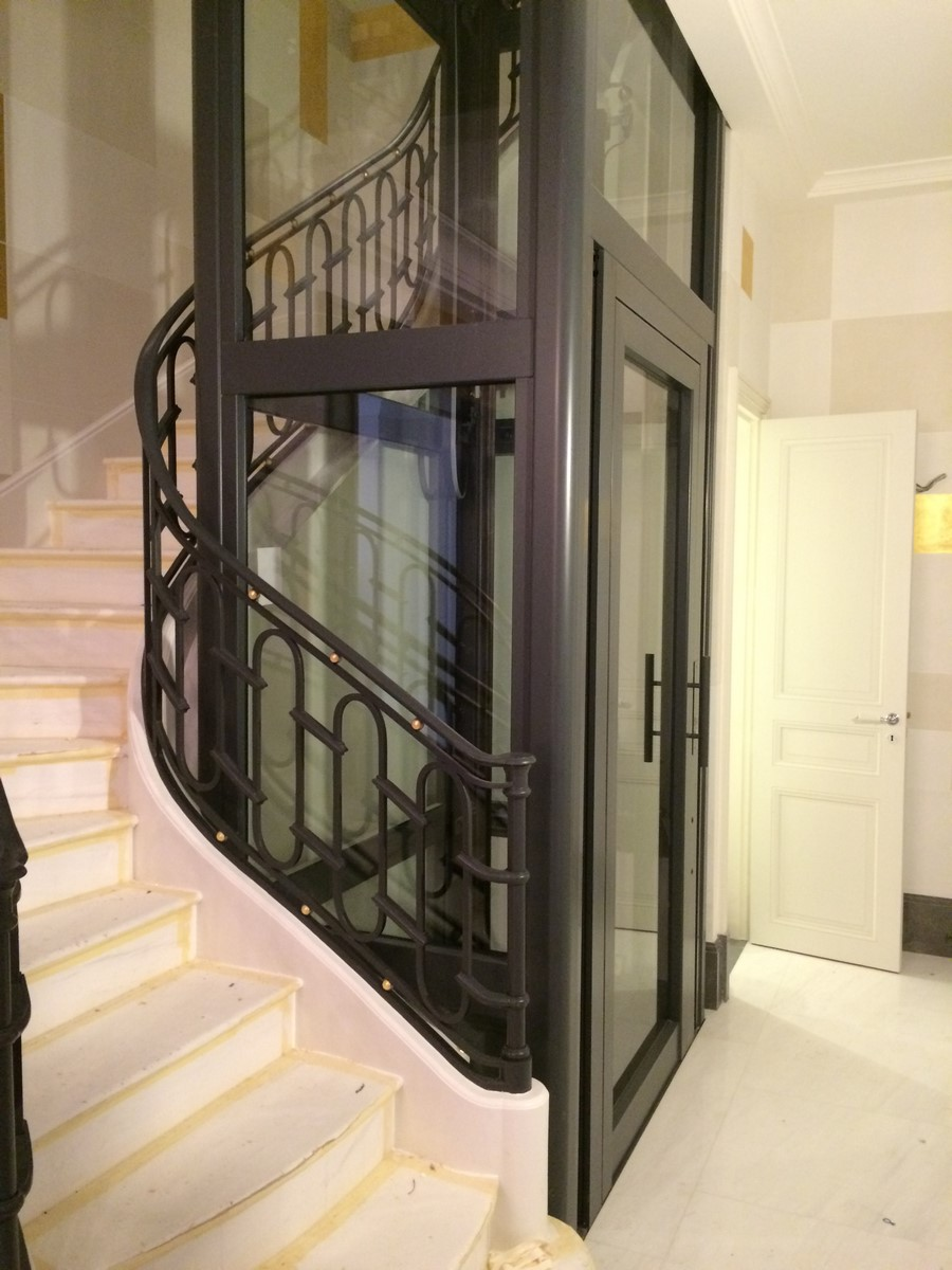 ascenseur privatif autoportant. Black Bedroom Furniture Sets. Home Design Ideas