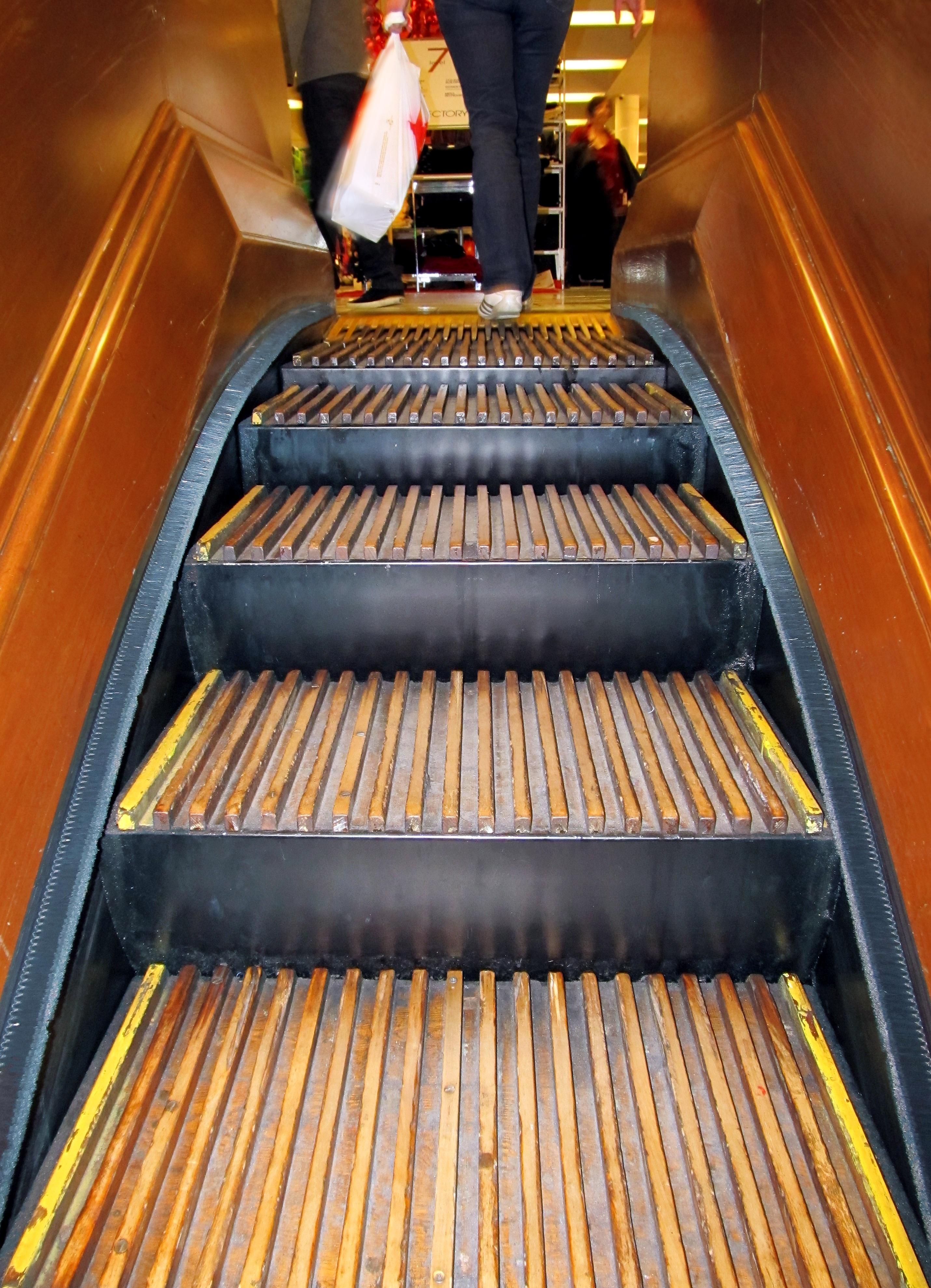 escalier roulant en bois