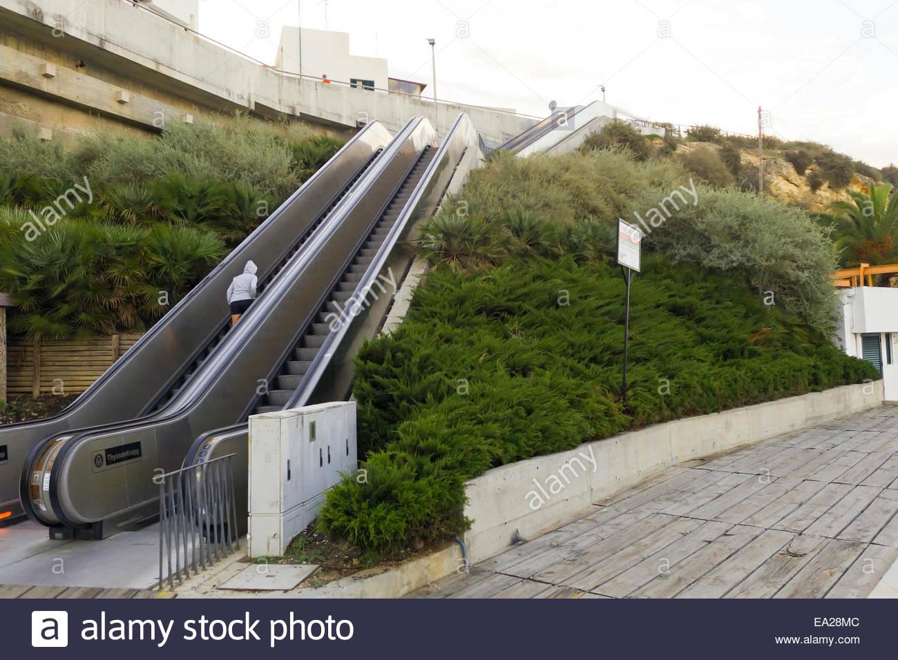 escalier roulant en portugais