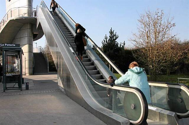 escalier roulant metro