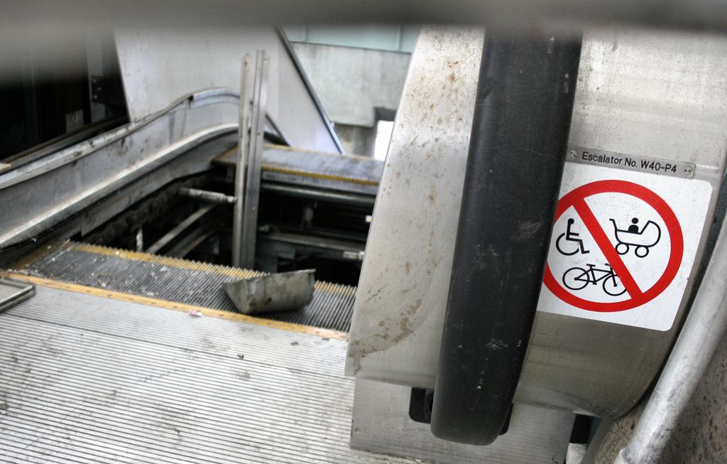 escalier roulant poussette