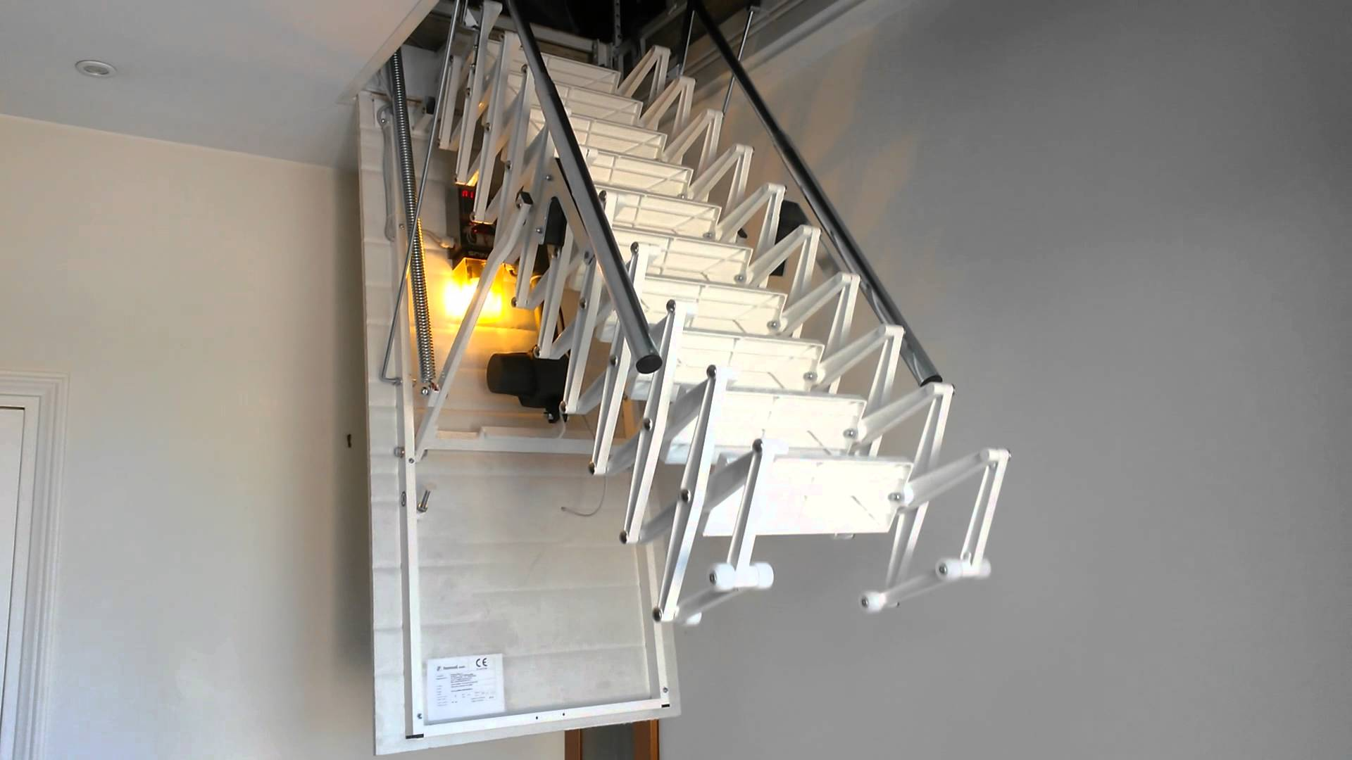 escalier trappe electrique