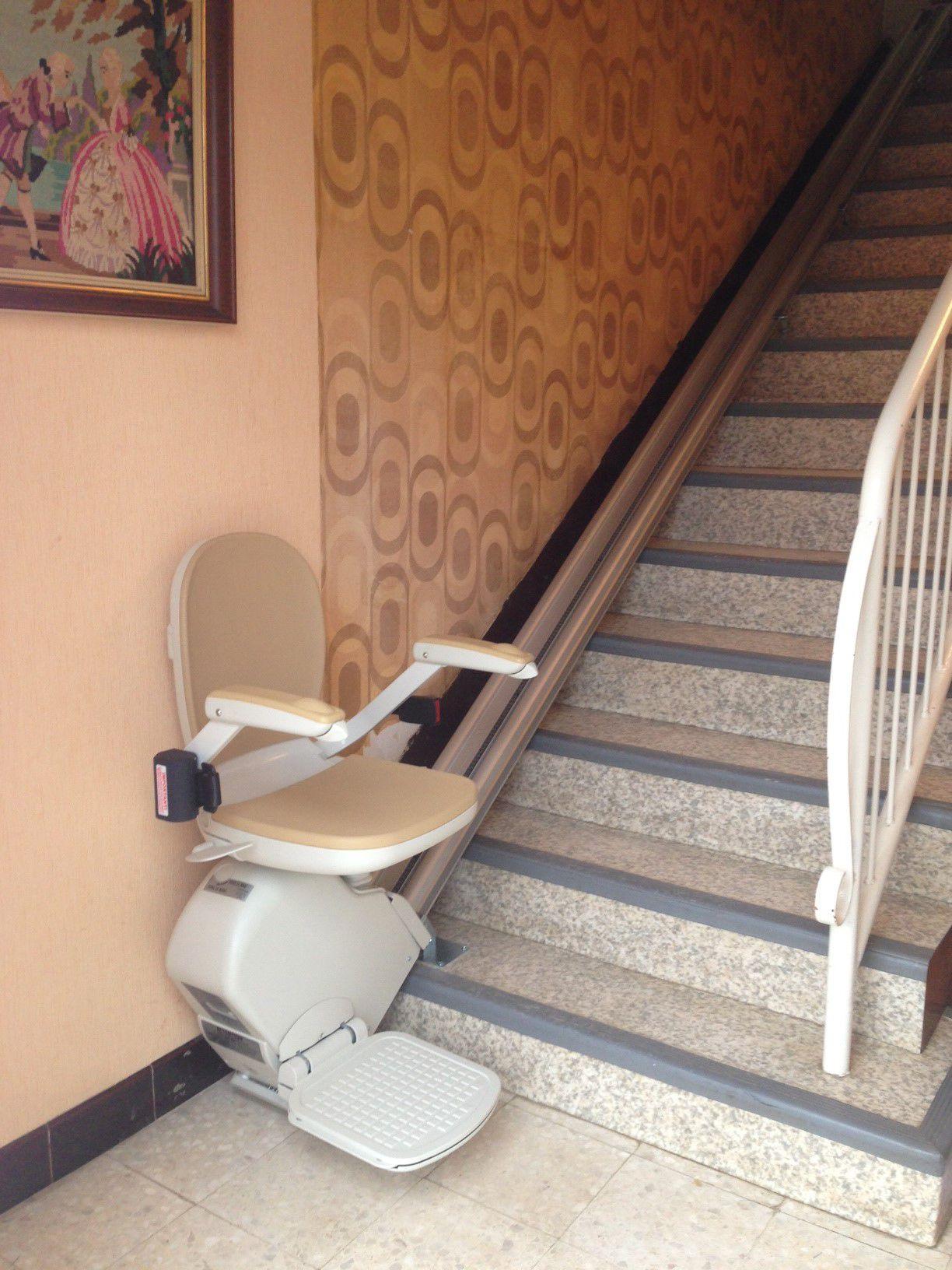 monte escalier 13