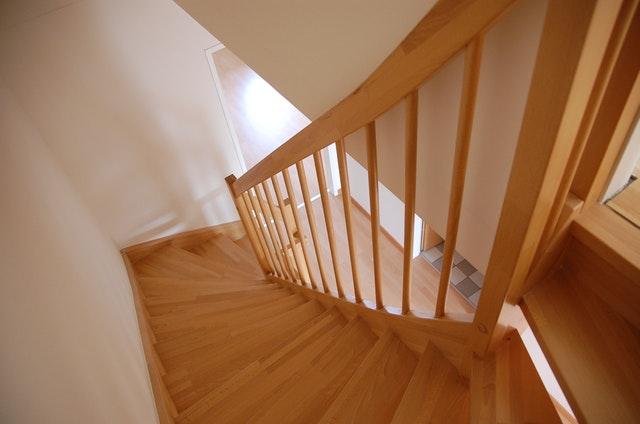 monte escalier 56