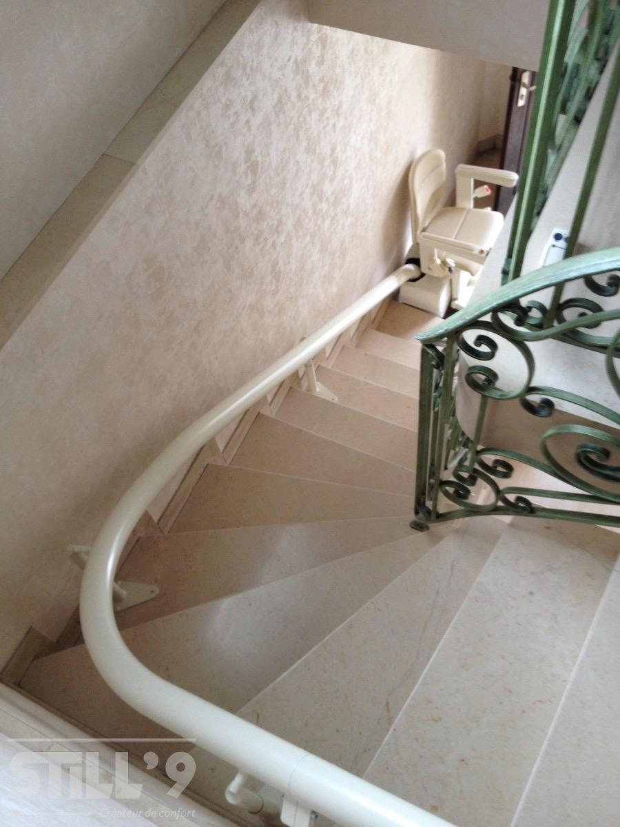 monte escalier 77