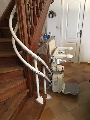 monte escalier 83