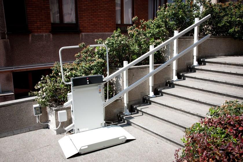 monte escalier avec plateforme