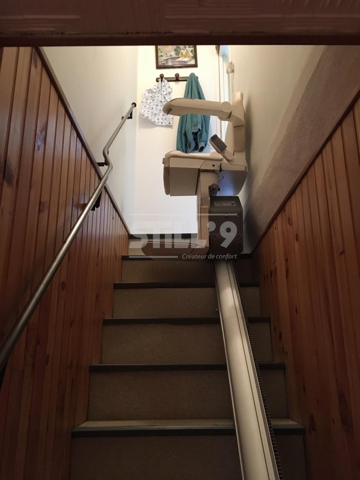 monte escalier etroit