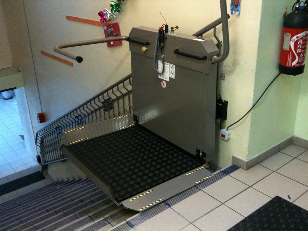 monte escalier handicape exterieur