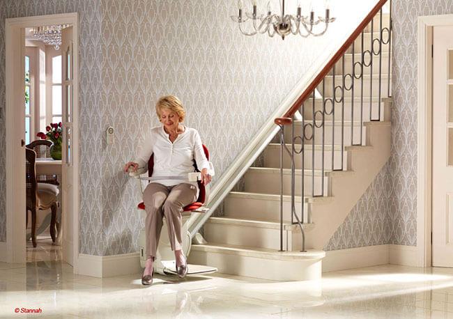 monte escalier largeur minimum