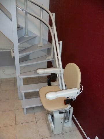 monte escalier pour escalier etroit