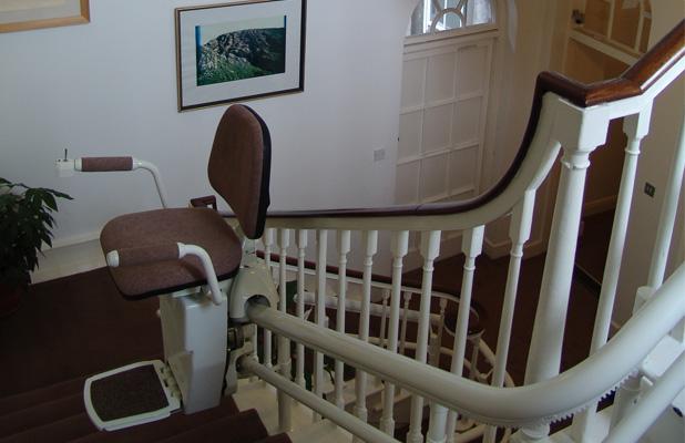 monte escalier saint quentin. Black Bedroom Furniture Sets. Home Design Ideas