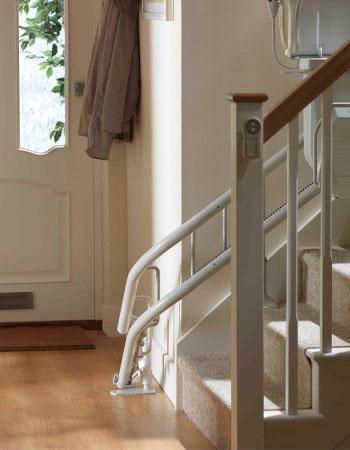 monte escalier tournant stannah. Black Bedroom Furniture Sets. Home Design Ideas