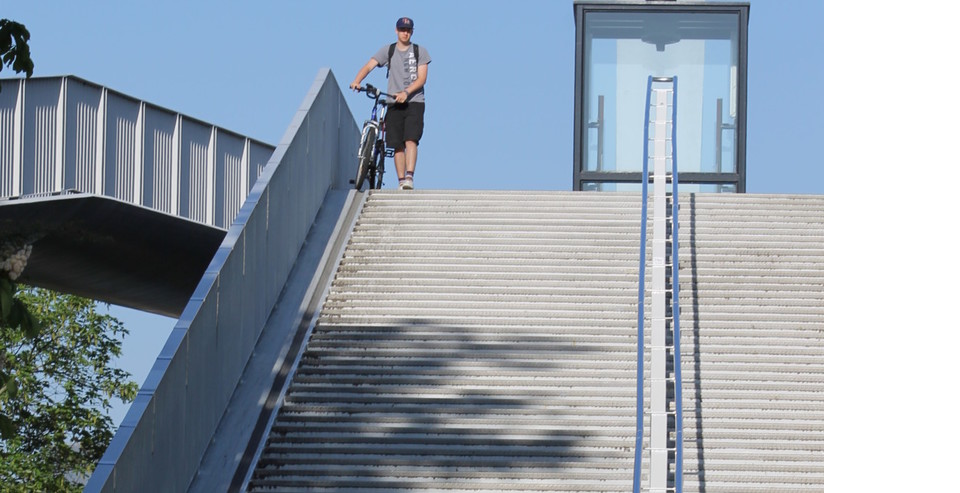 monte escalier velo