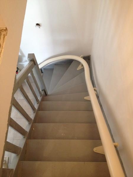 monte escalier vitesse