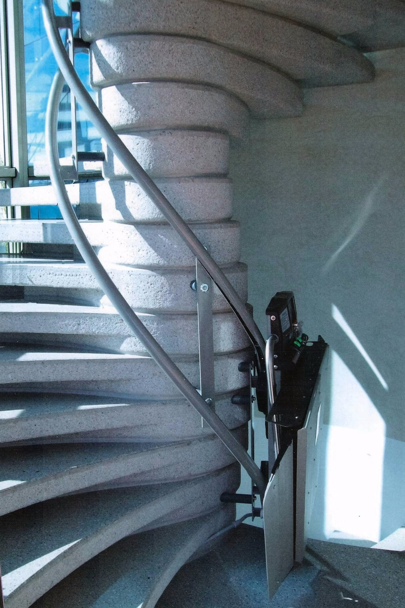 monte escaliers nice. Black Bedroom Furniture Sets. Home Design Ideas